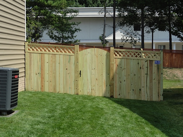 Wood fence built in Northern Virginia